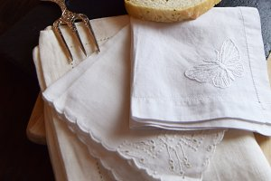Vintage Napkins | Apple | Wood Table