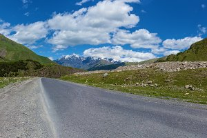 Road to the mountain, Road in mountain range