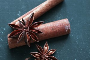 A (anise) star is borne. Spices.