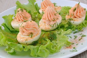 Eggs stuffed with salmon