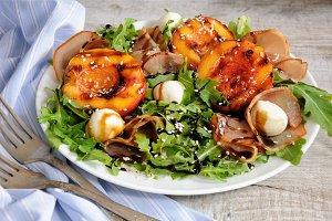 Salad of ham, nectarine, mozzarella