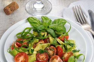 Guacamole salad with pesto