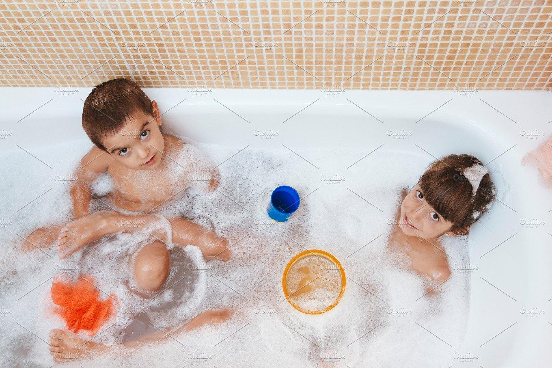 порно брат с сестрой первый раз ванной