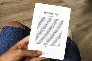 Girl using E-Book Raeder, MockUp