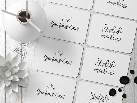 7x5 Greeting Card Mockup 4