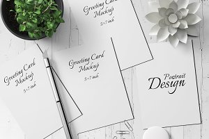 5X7 Greeting Card Mockup - 11