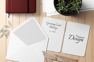 5X7 Greeting Card Mockup - 18
