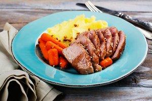 Roast veal with mashed potatoes garnish