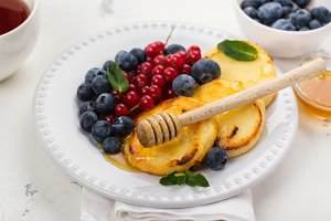 Cottage cheese pancakes syrniki
