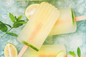 Lemonade popsicles with lime