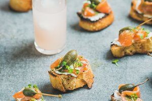 Crostini with smoked salmon