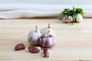 Composition of garlic with parsil