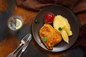 Turkey schnitzel with mashed potatoes