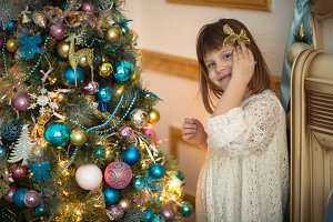 child girl with Christmas tree