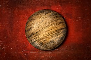 Rustic round cutting board