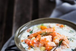 Salmon and shrimps cream soup