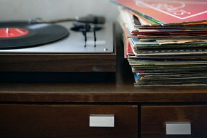 Record player and vinyls