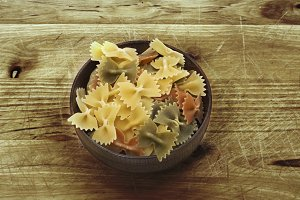 Italian pasta, vegetables ties in ru