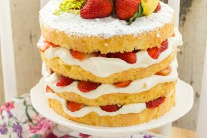 Strawberry and lemon cake