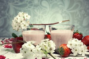 Strawberry mousse coctail on pattern