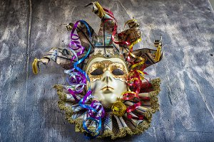 Carnival mask with serpentine