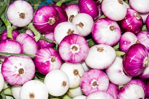 Red onions at market