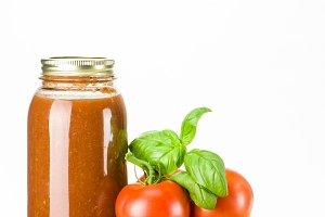 Basil and tomato sauce