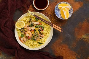 Shrimps and mussels noodle