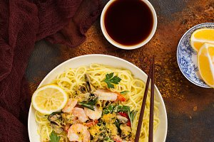 Shrimps and musels noodle
