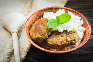 Cutlets with white rice in a bowl