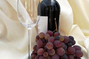 Wine and bunch of grapes