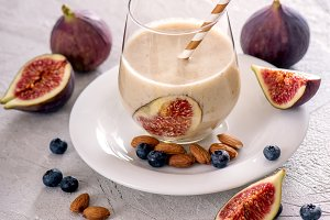Smoothie with figs