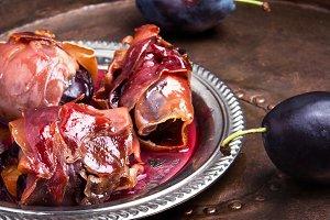 plum baked in jamon
