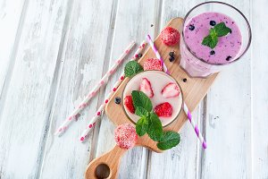 Refreshyng pink and pulple smoothie