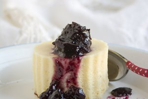 cheesecake with berry jam