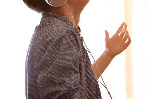 Head profile teen listening to music