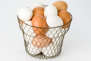 Egg basket with eggs