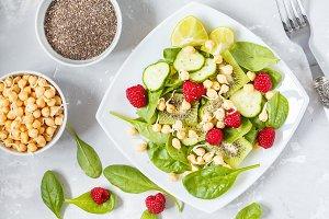 Green detox salad