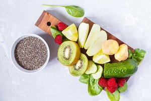 Ingredients for green detox smoothie
