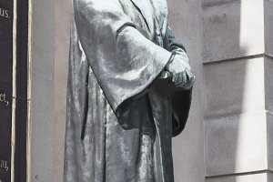 Olof Petersson statue