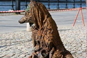 Monument fox-beggar