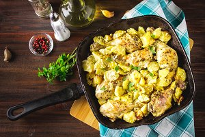 Roasted chicken leg with potatoes with caraway and garlic.
