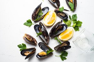 Boiled mussels and white wine