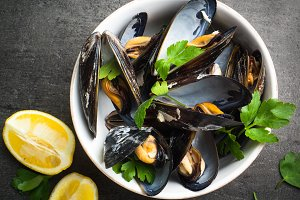 Boiled mussels in a bowl.