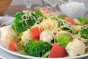Cauliflower salad with tomatoes
