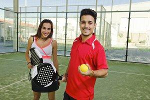 Paddle tennis couple