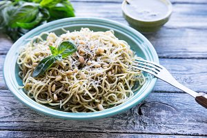 pasta spaghetti with pesto sauce