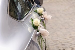 wedding car white rose