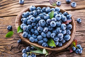 Ripe blueberries in the bowl