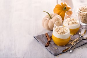 Overnight oats with pumpkin smoothie
